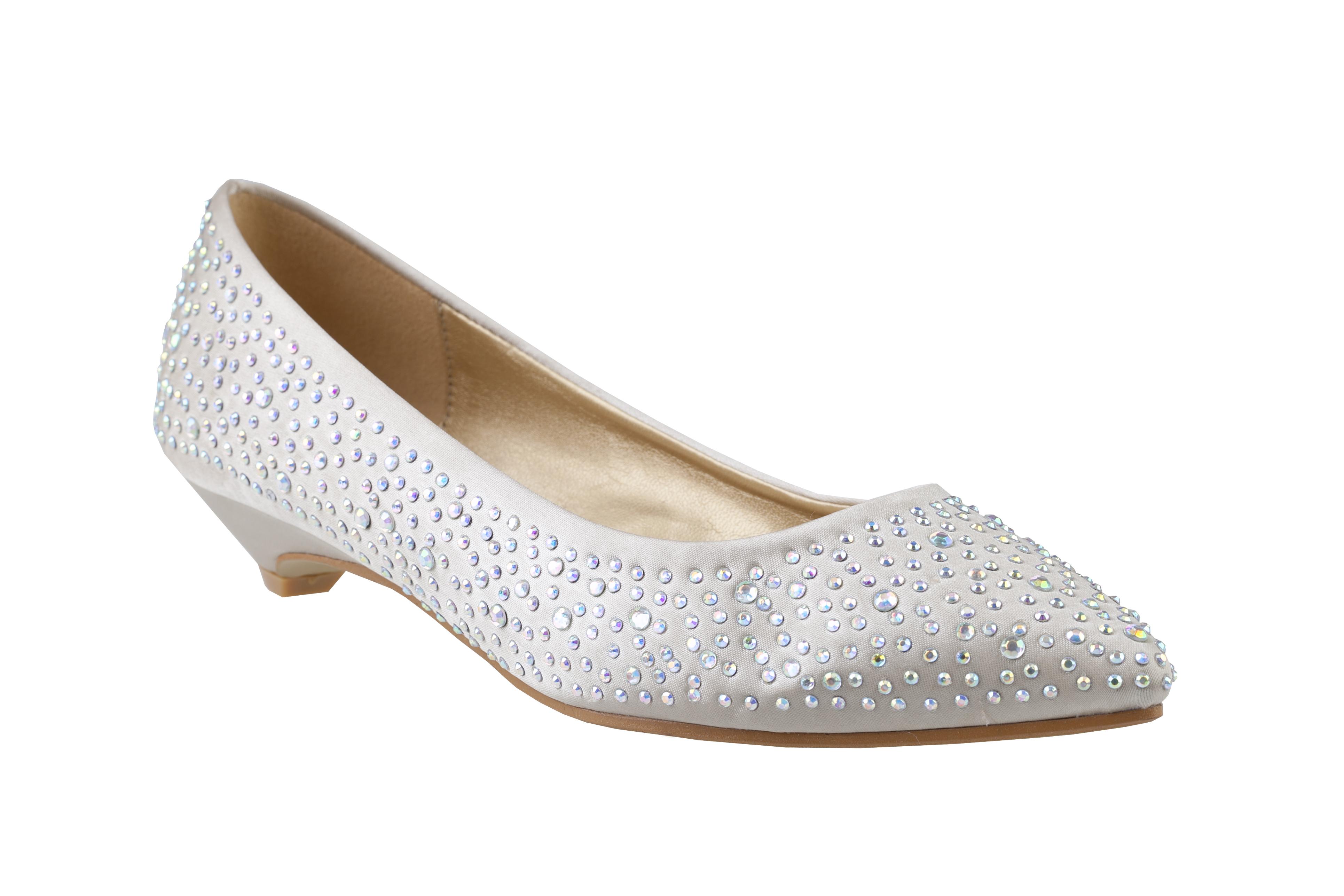 Jak si vybrat správné boty a doplňky na plesovou sezónu ... b3813a1c36